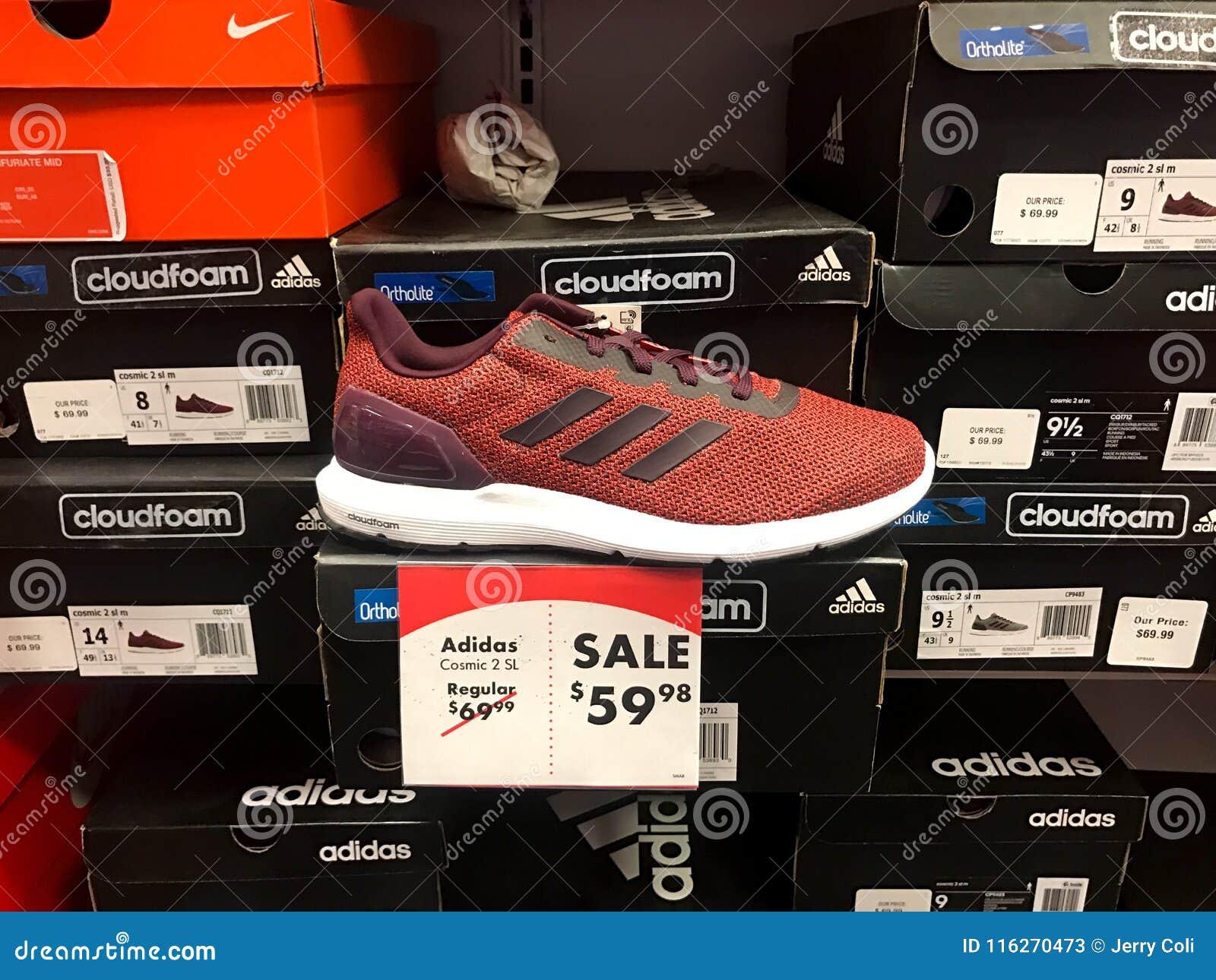 De Photo Chaussure Nike Sneakers Vendre Carnaval Un Stock À cRj4qSA53L