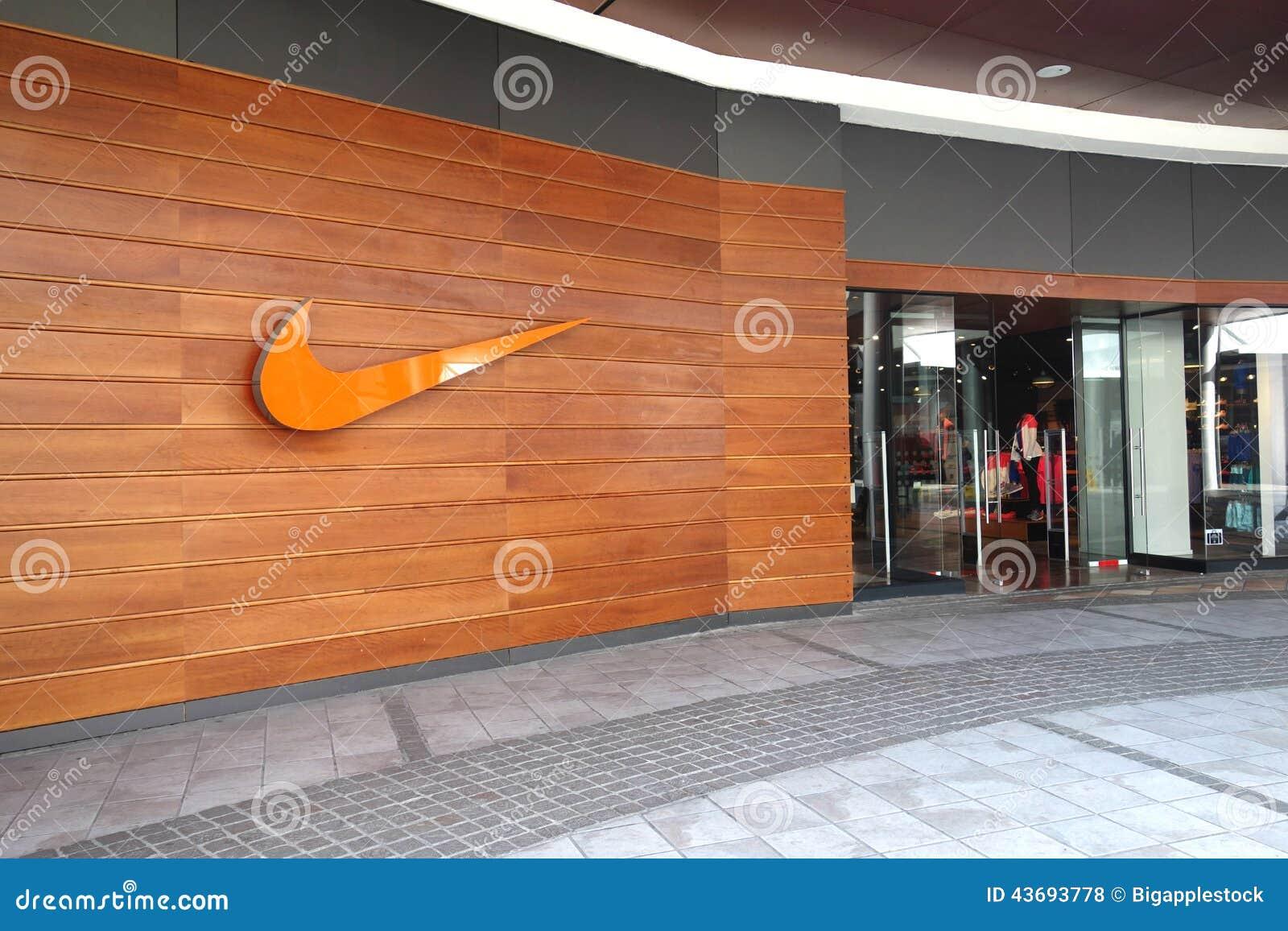 césped desmayarse entonces  Nike Store editorial stock photo. Image of nike, santiago - 43693778