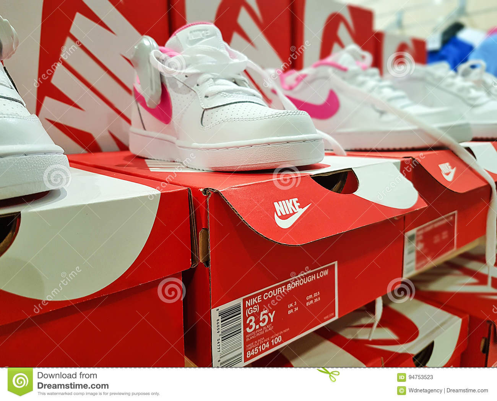 Nike Trägt Schuhe Zur Schau Redaktionelles Stockfoto Bild