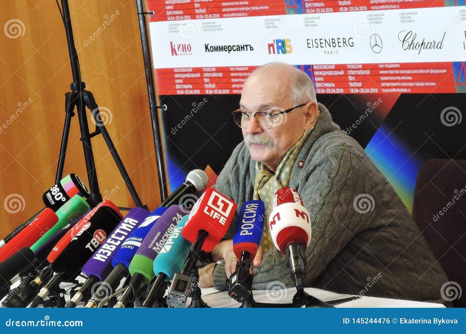Σκηνοθέτης Nikita Mikhalkov στην Τύπος-διάσκεψη