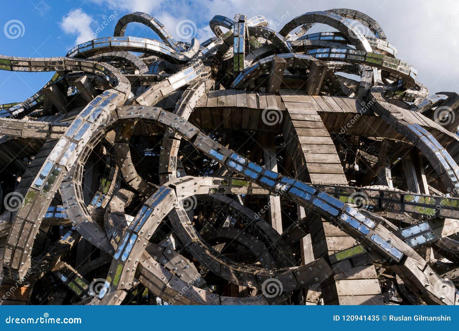 Que suis-je Martine 16/02 - bravo Ajonc Nikola-lenivec-russie-septembre-les-sculptures-en-bois-dans-art-park-lenivets-national-se-garent-kaluga-120941435