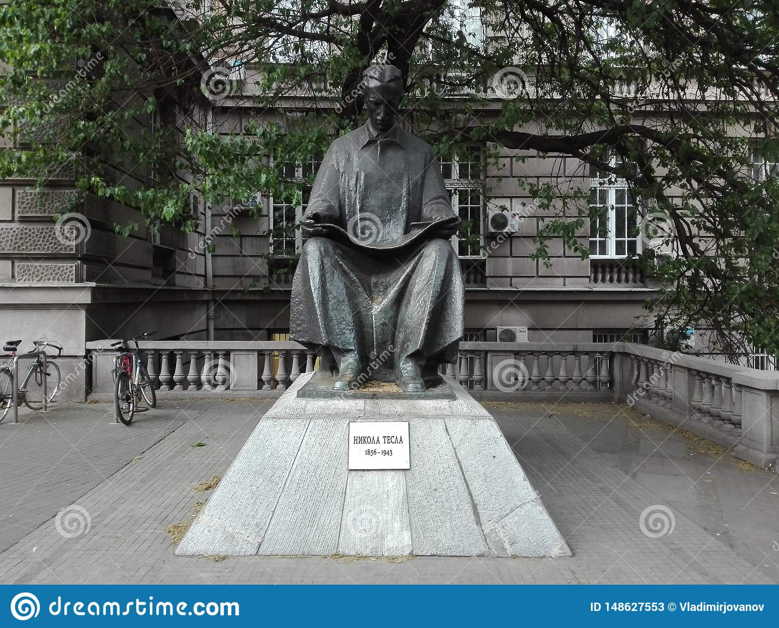 Nikola Tesla statua w Belgrade