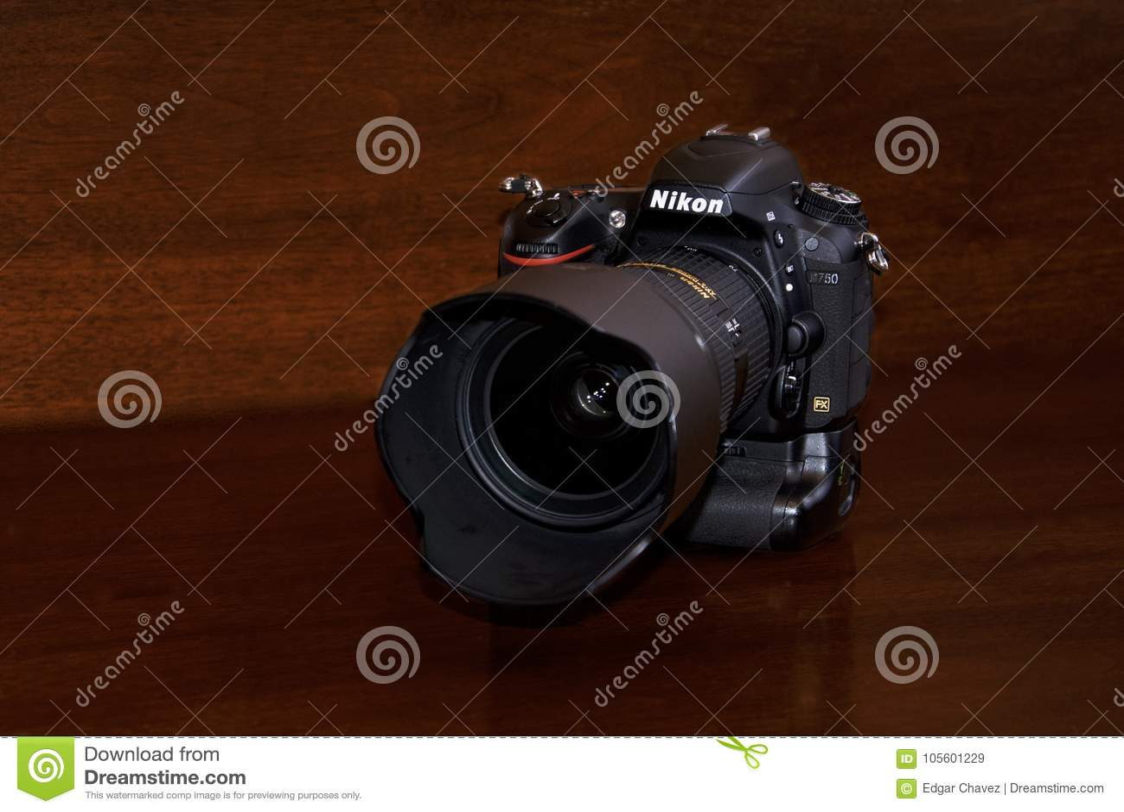 Nikon D750 met MB16