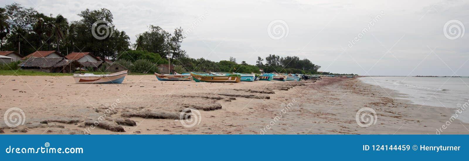 Nilaveli łodzie w Trincomalee Sri Lanka i plaża