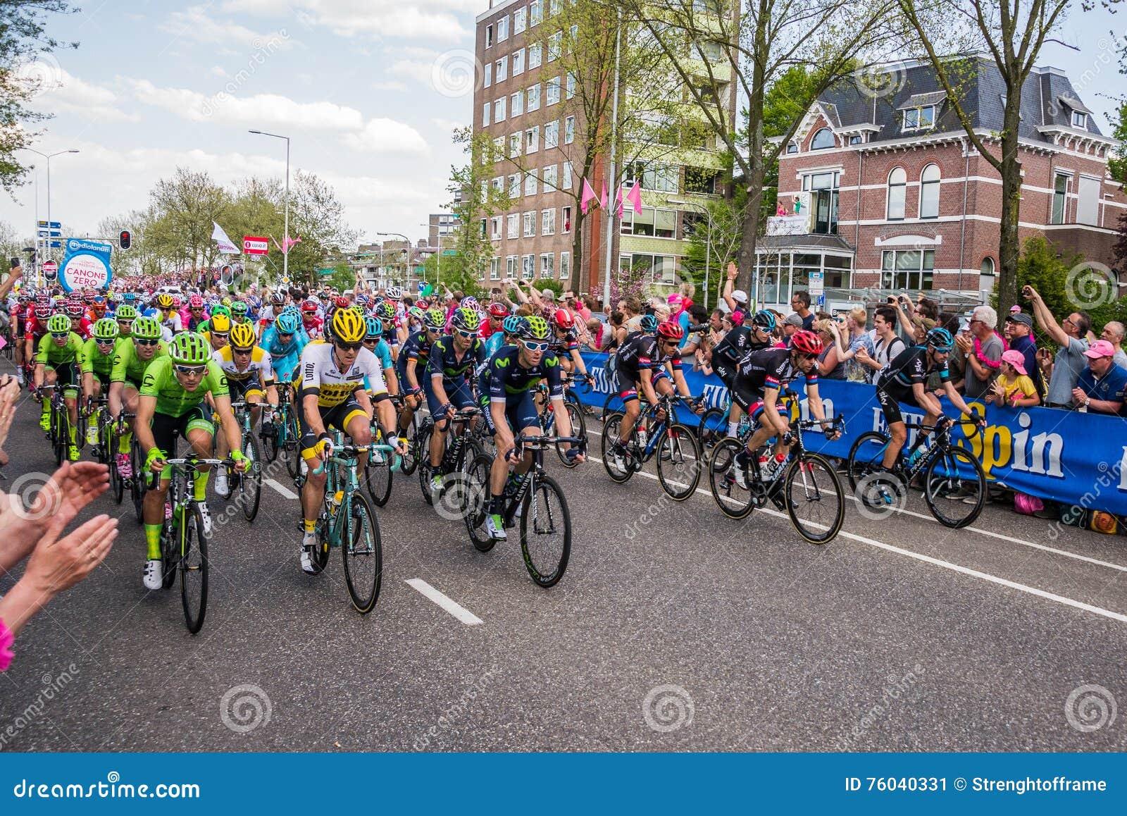 Nimega, 7 de mayo de 2016 holandés; Ciclistas profesionales antes del sprint