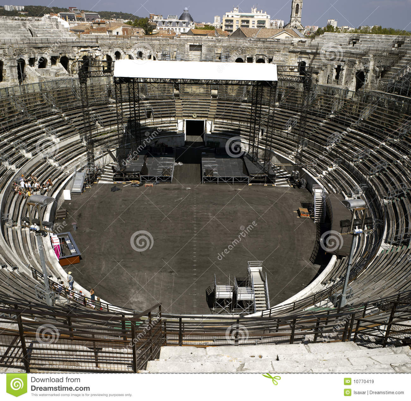 Nimes: O amphitheater romano