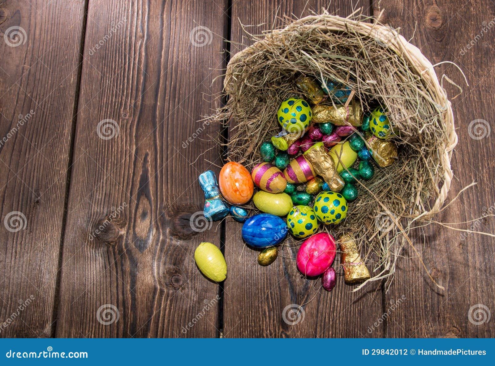 Ninho com doces de Easter