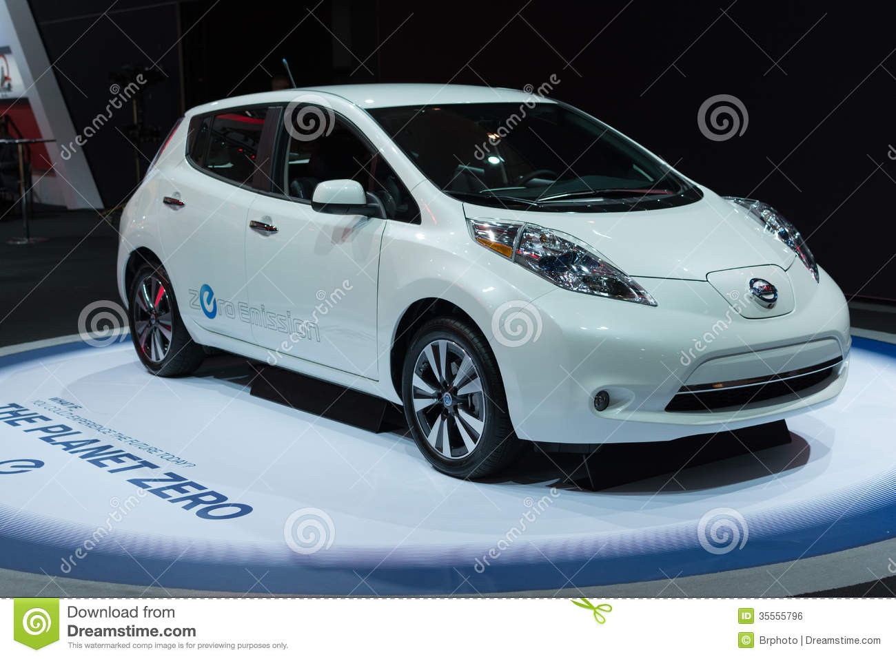 nissan leaf zero emission car on display at the la auto show editorial photo image 35555796. Black Bedroom Furniture Sets. Home Design Ideas
