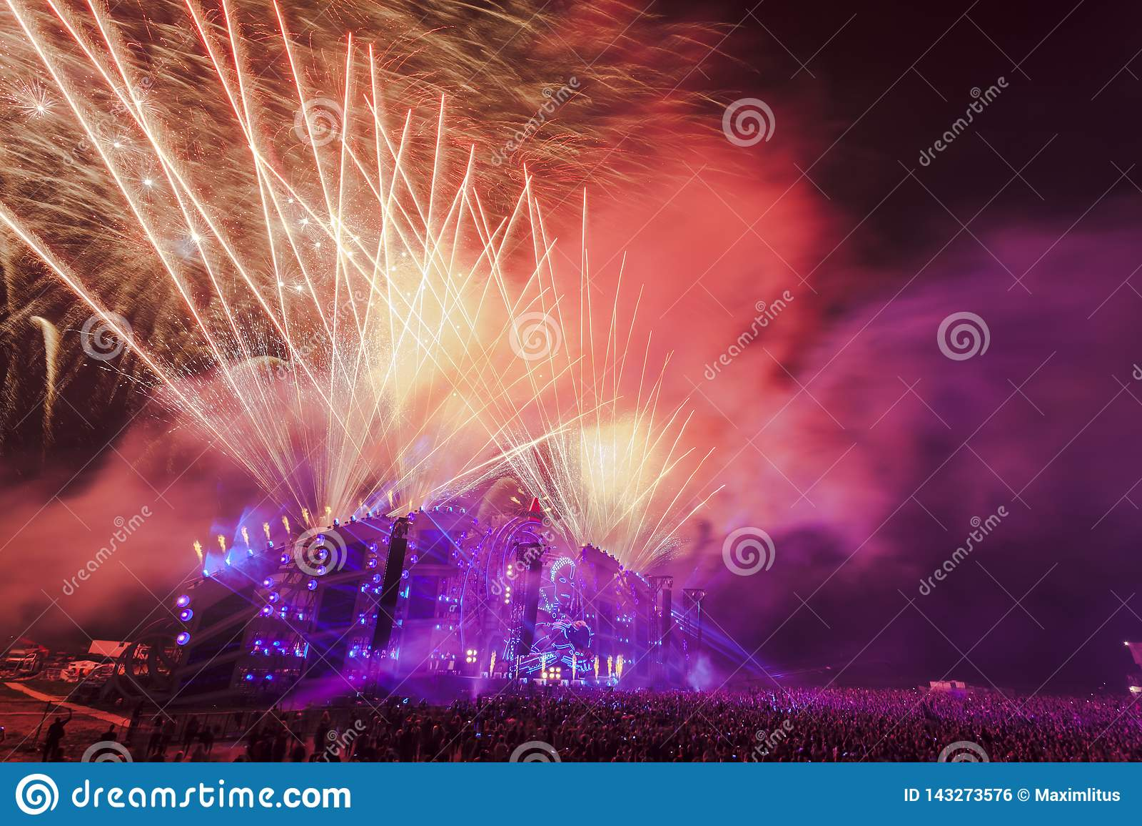 Nizhniy诺夫哥罗德州,俄罗斯- 2016年7月24日:电子音乐节日-法新社