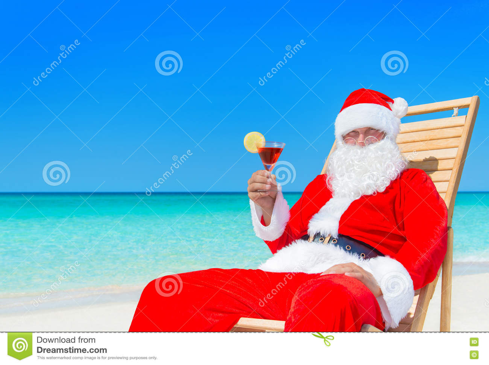 Tropical Le À Claus Noël Santa Avec Cocktail Longue Chaise La Sur edBoxC