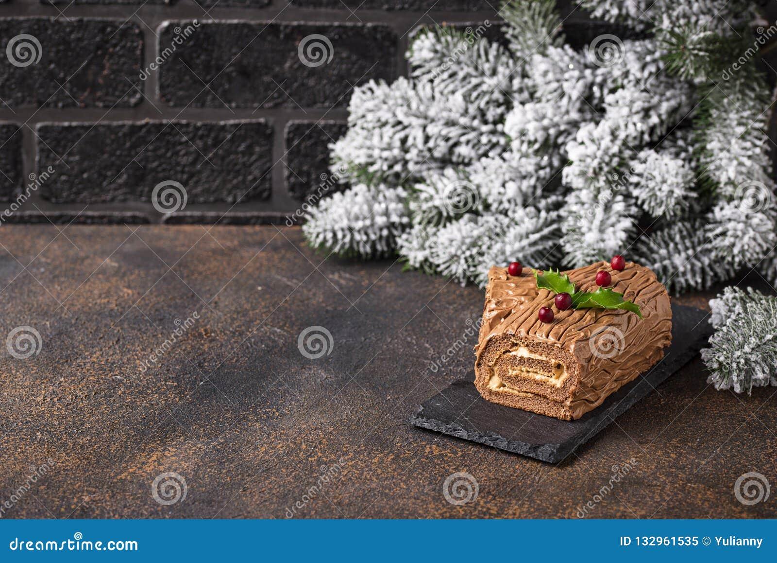 Noël Yule Log Cake Dessert traditionnel de chocolat
