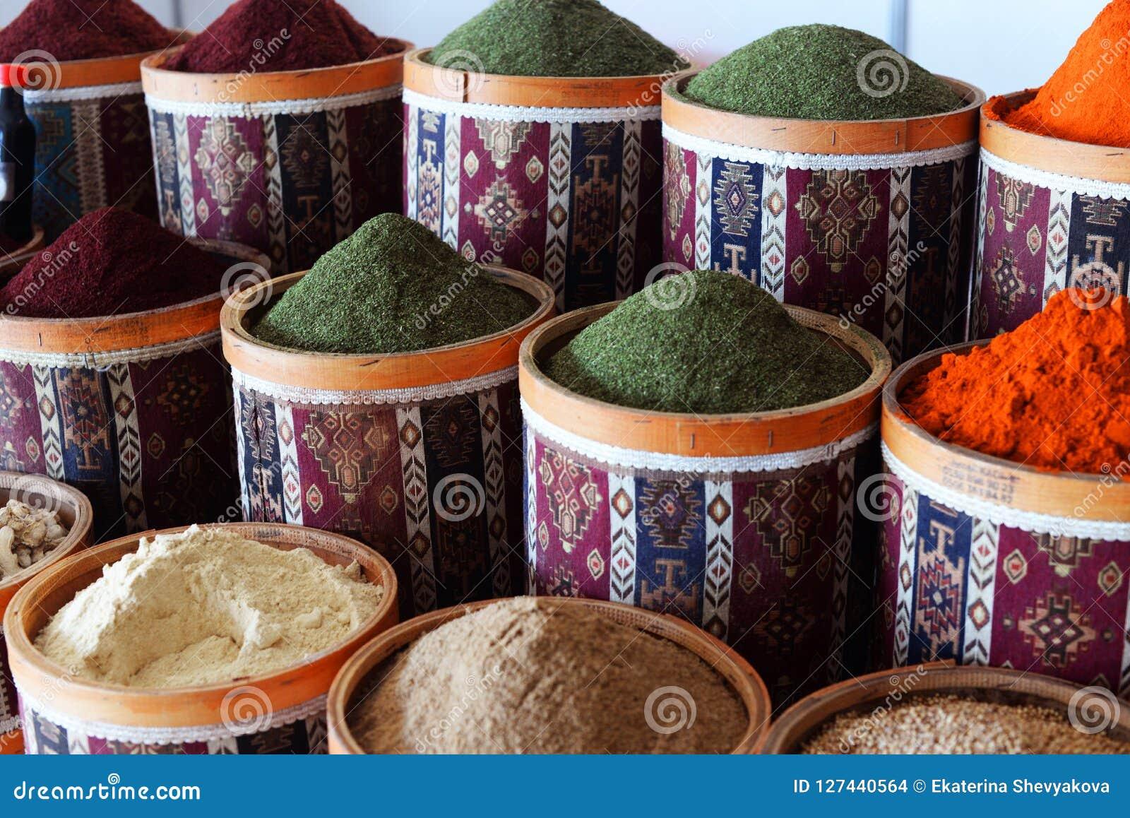 No mercado do bazar em Turquia Istambul bonita contenha