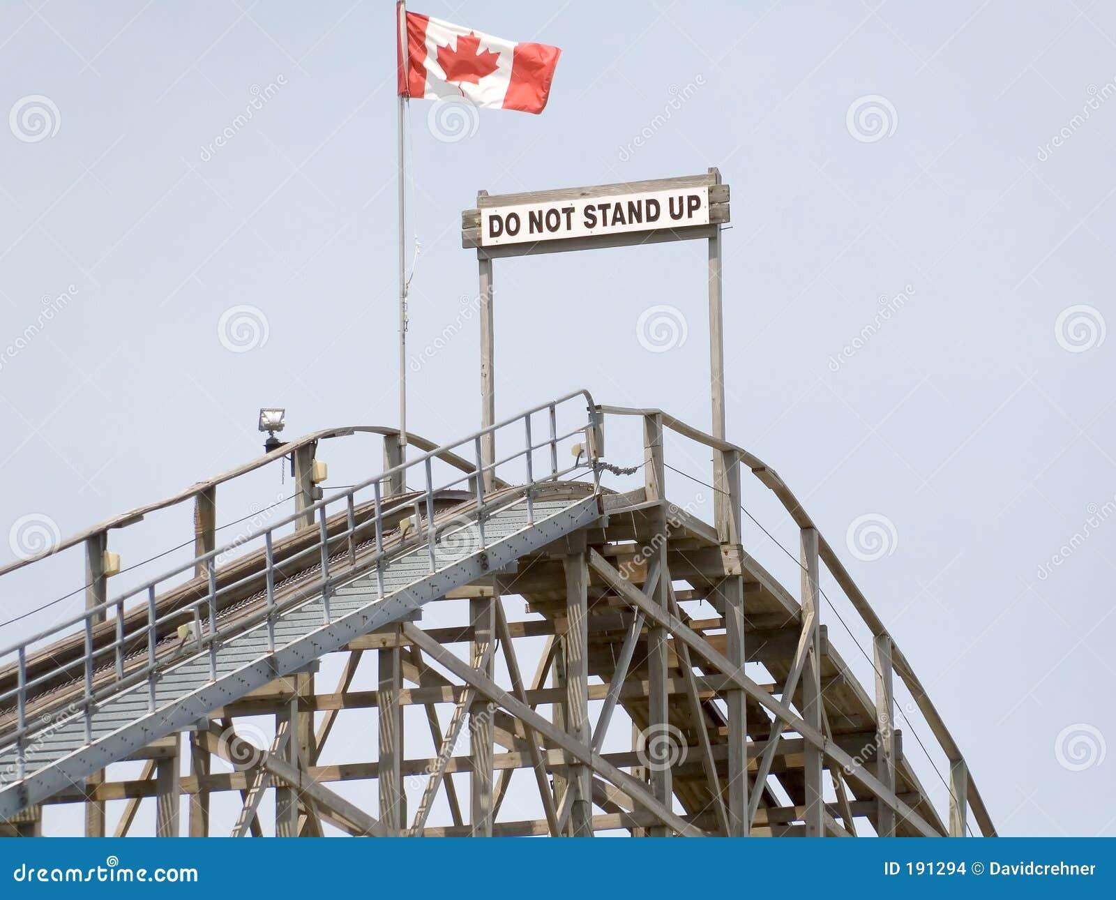 No se coloque para arriba de cuidado encima de la montaña rusa