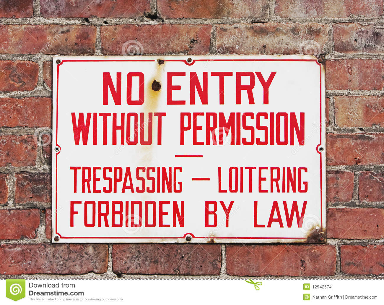 No Trespassing Sign Mounted On Brick Wall Stock Photo