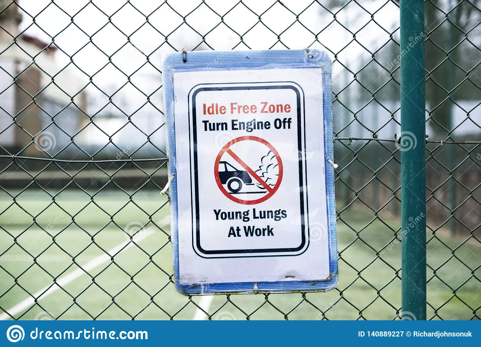 No vehicle idle idling emissions pollution young lungs at play sign outside school