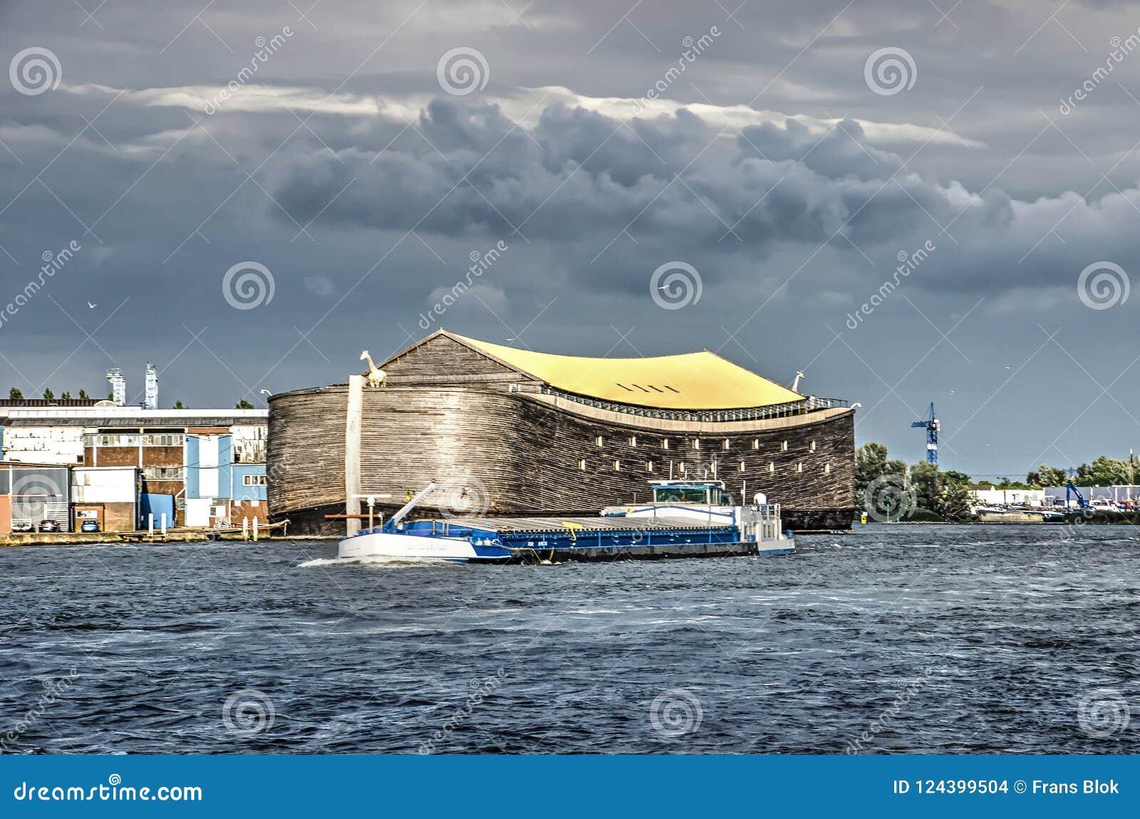 Noah-` s Arche und inländischer Lastkahn