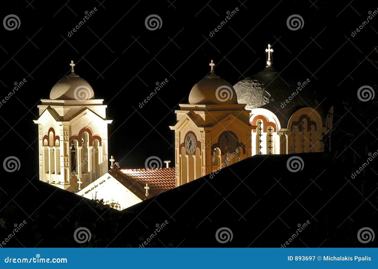 Noc kościelna wieże widok