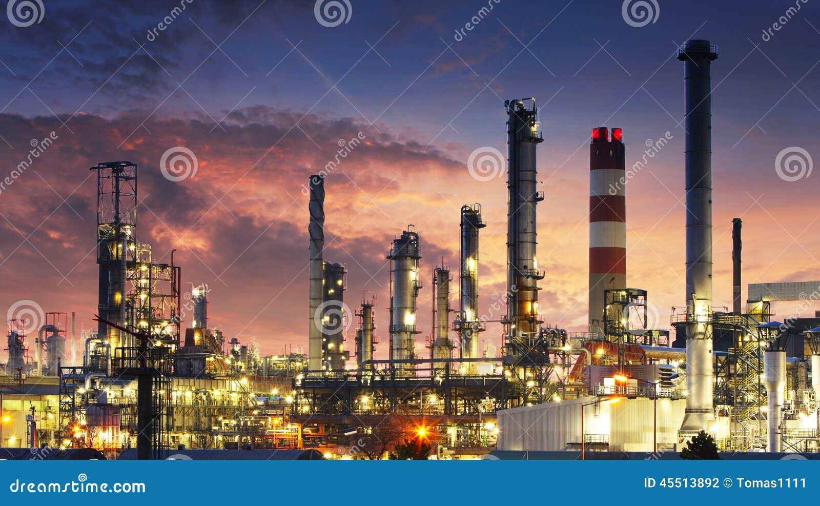 Noc navodari rafinerii ropy naftowej Romania