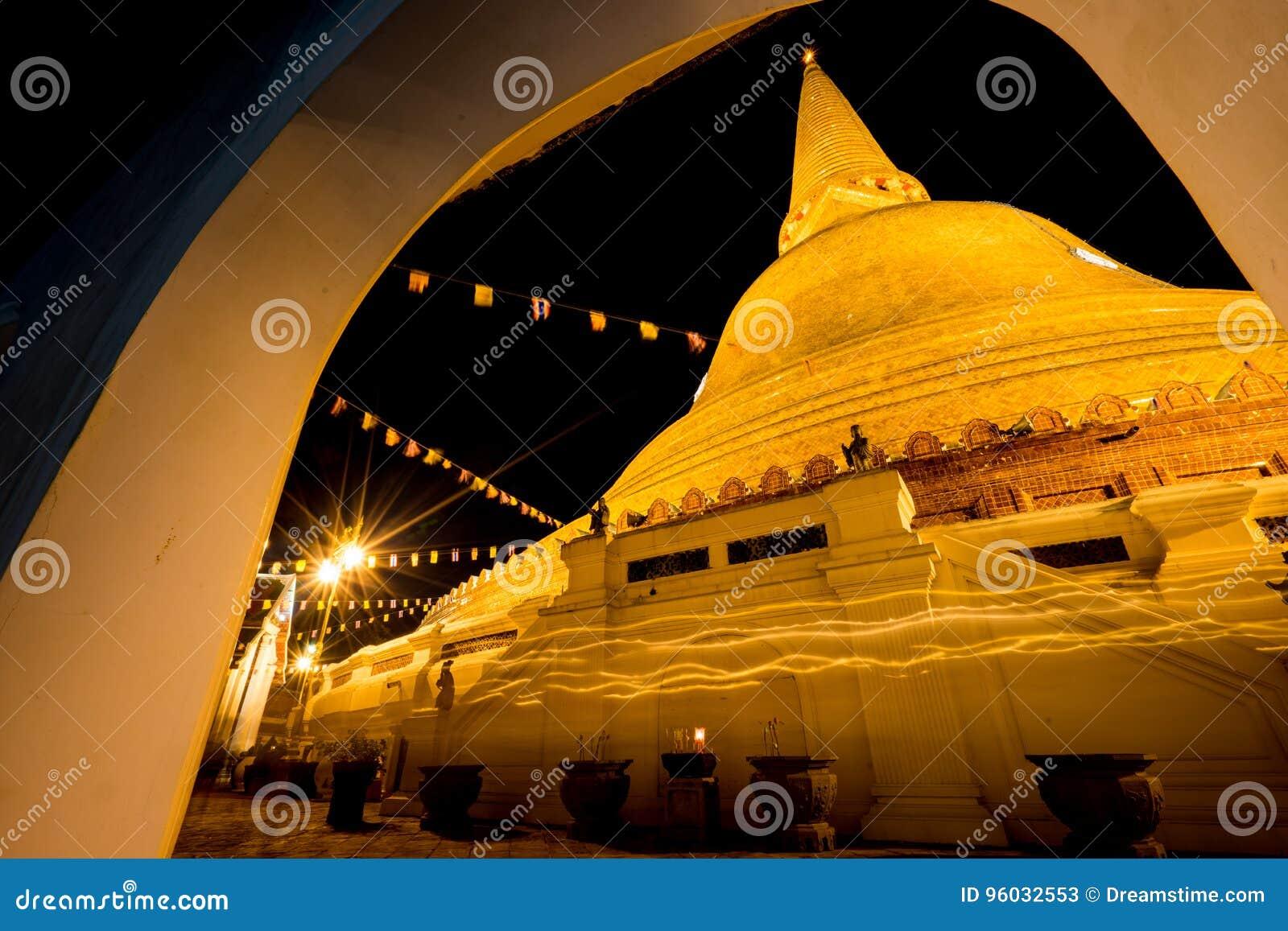 Noc piękny pagodowy Tajlandia
