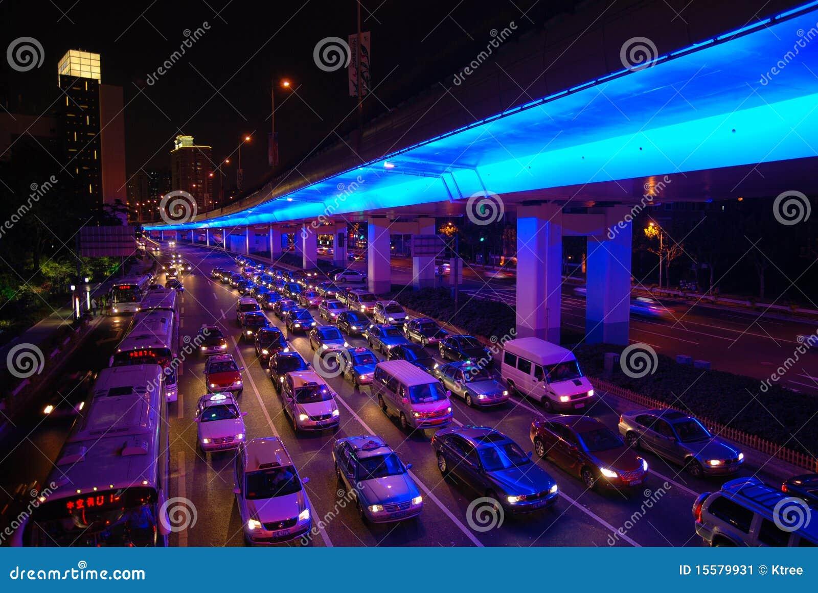 Noc Shanghai ruch drogowy