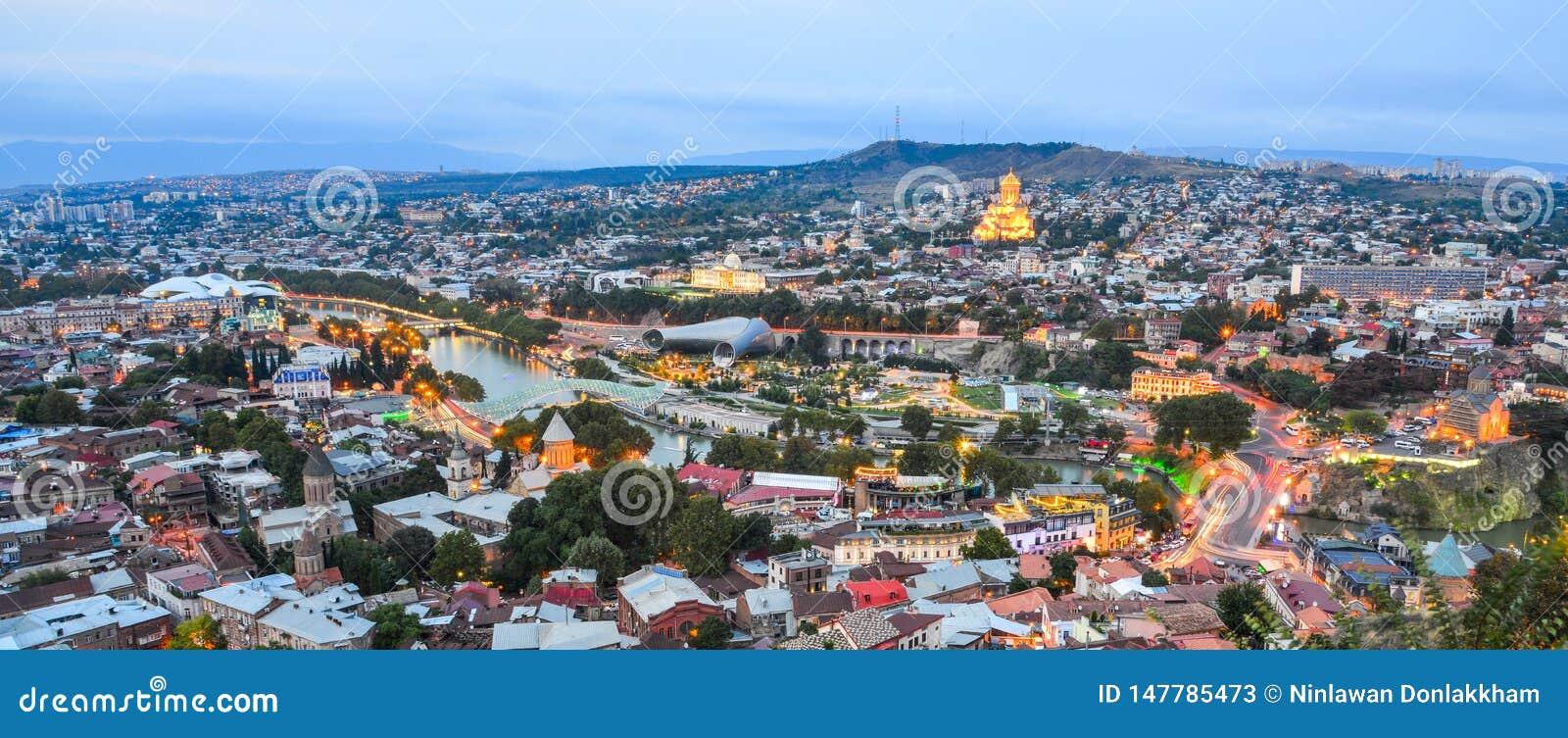 Noc widok Tbilisi, Gruzja