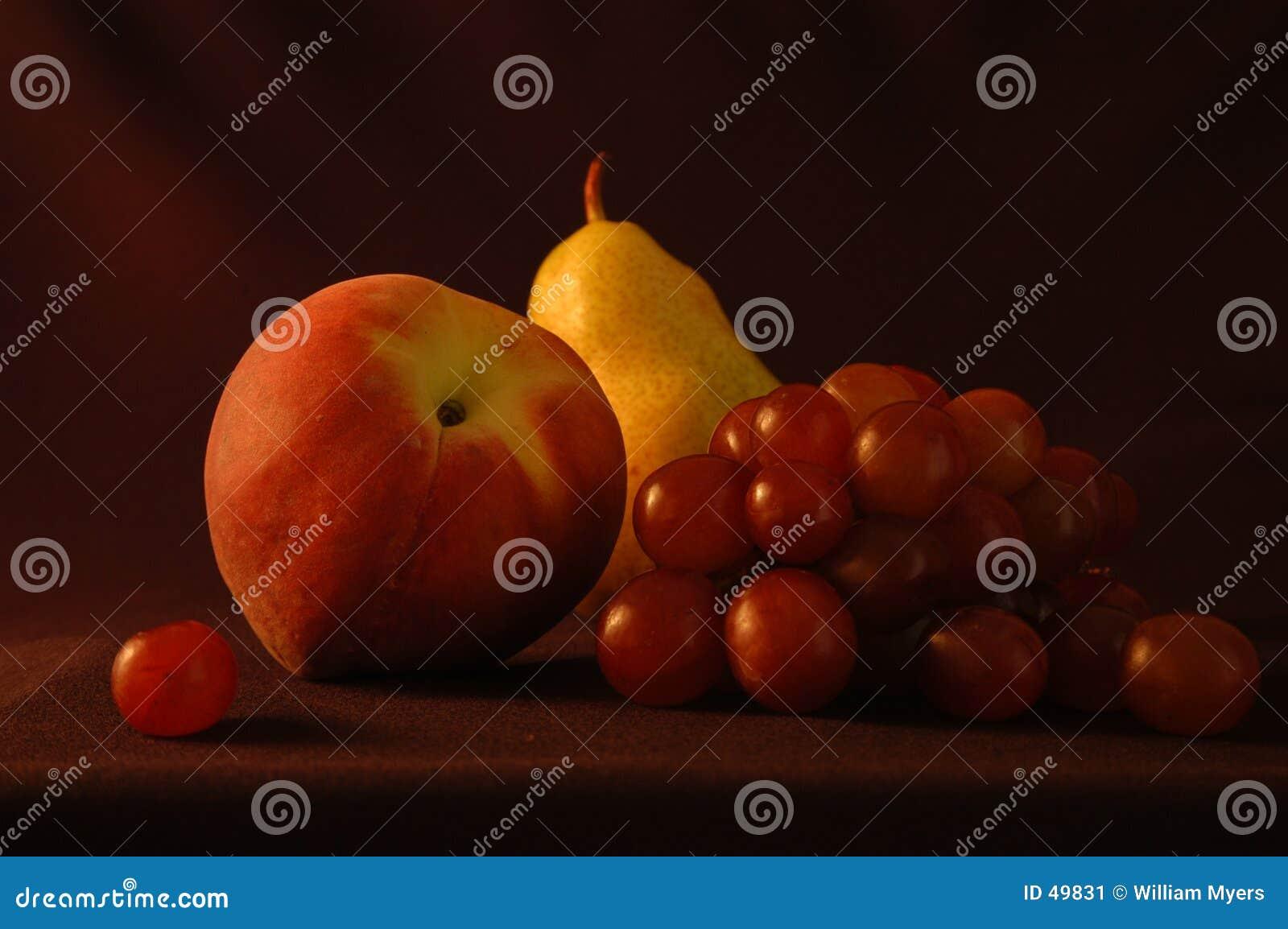 Noch Leben mit Birne und Pfirsich