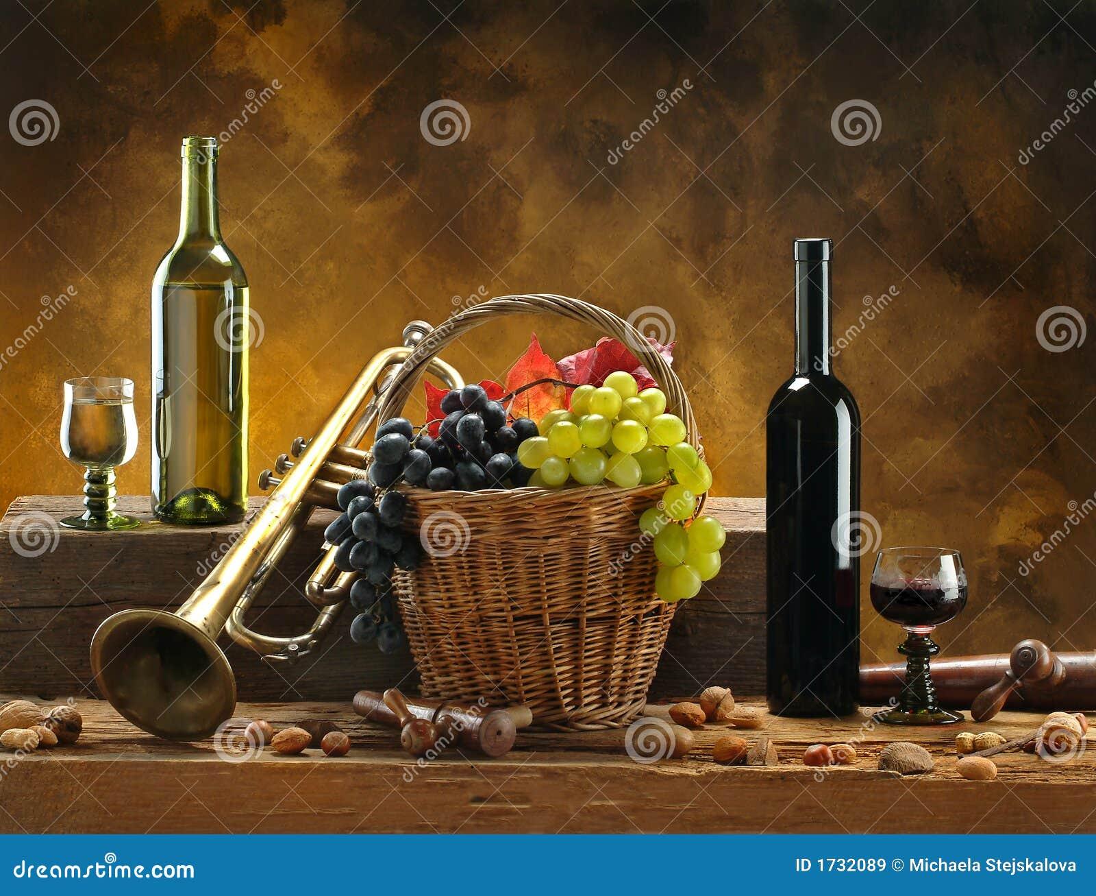 Noch-Lebensdauer mit Wein und Trompete