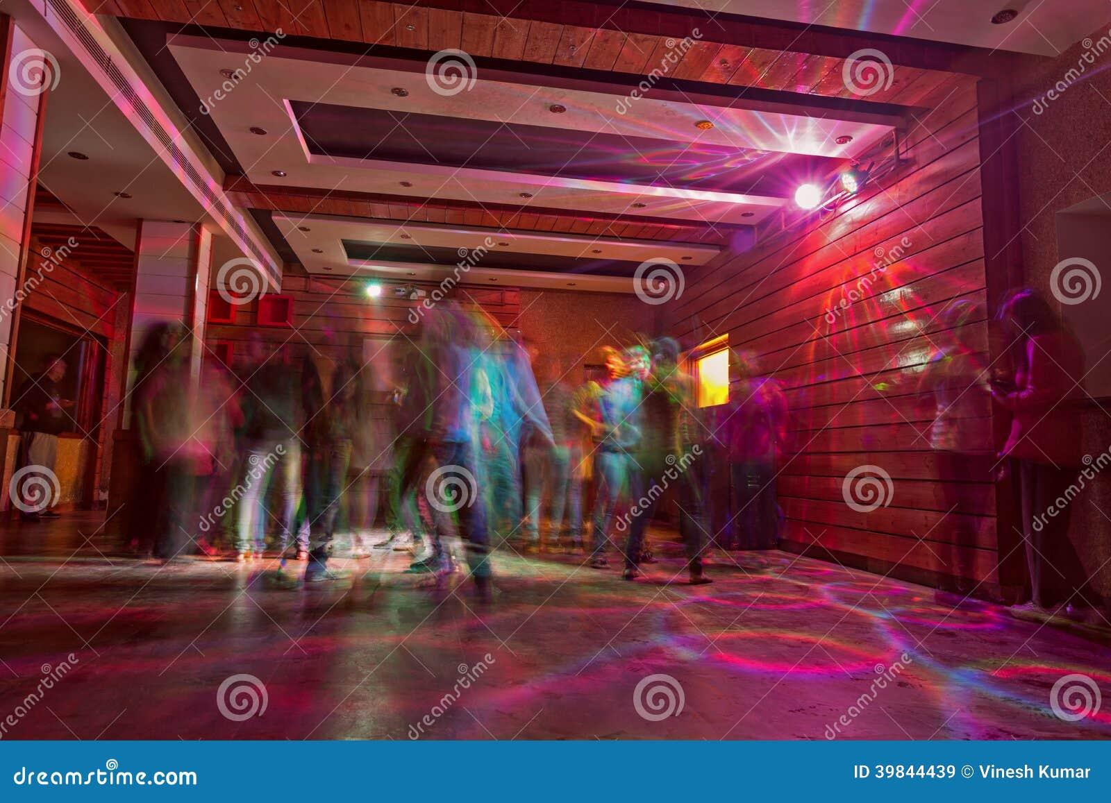 Noche de DJ en el club de noche