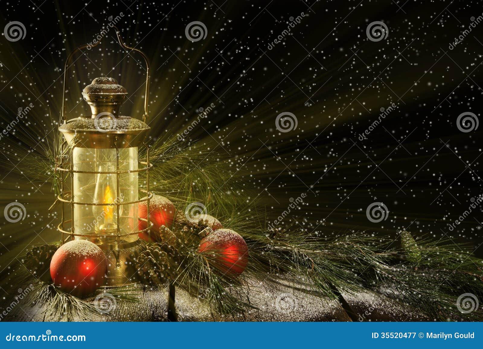 Noche de la Navidad de la linterna que brilla intensamente