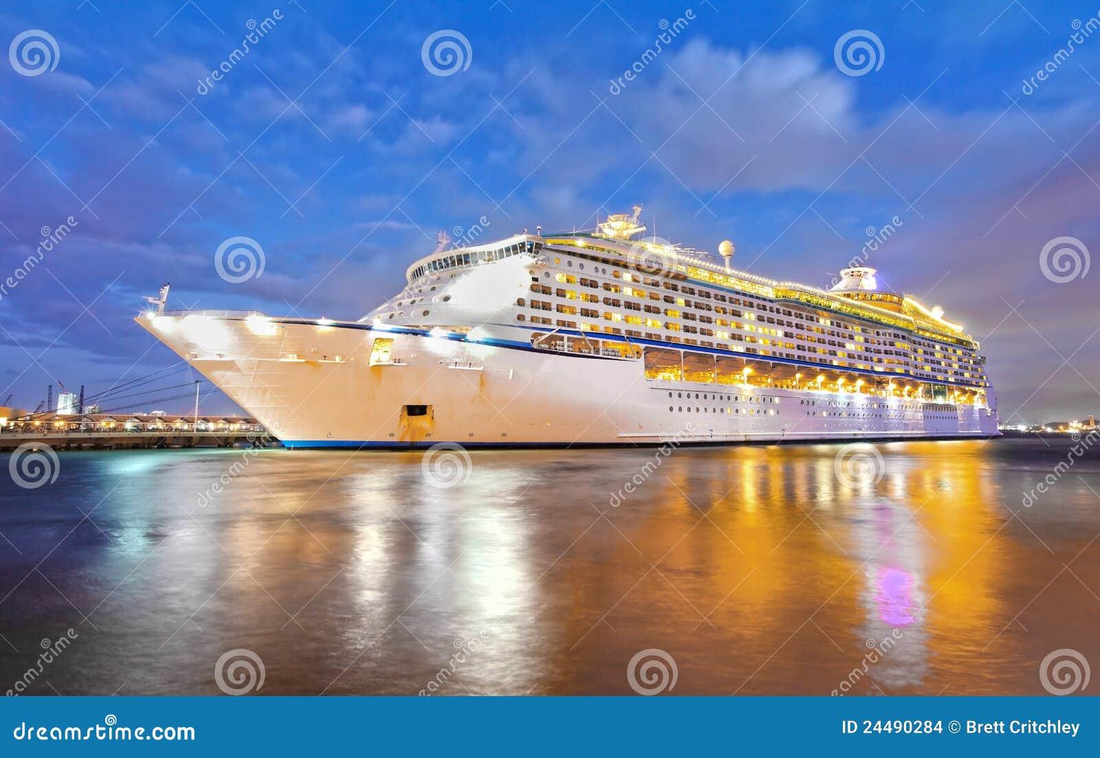 Noche del barco de cruceros