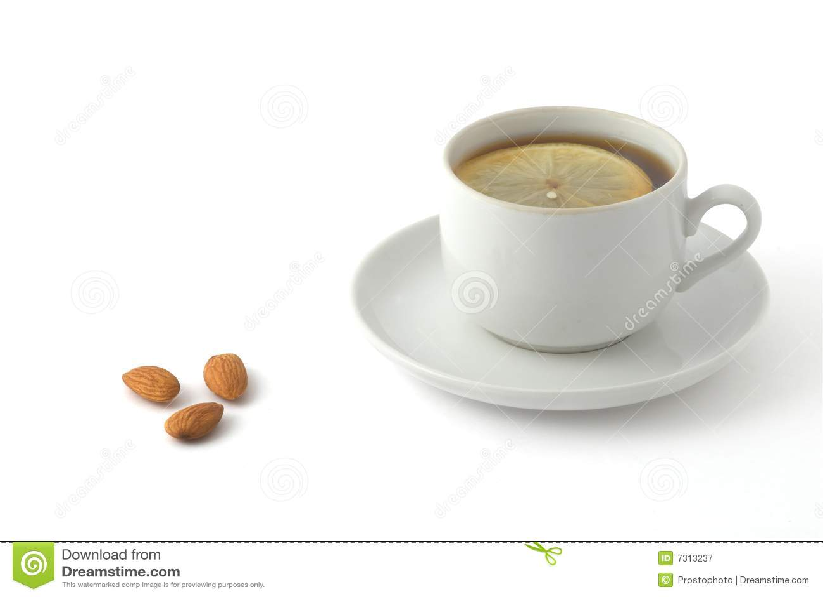 Noci e tè della mandorla con il limone