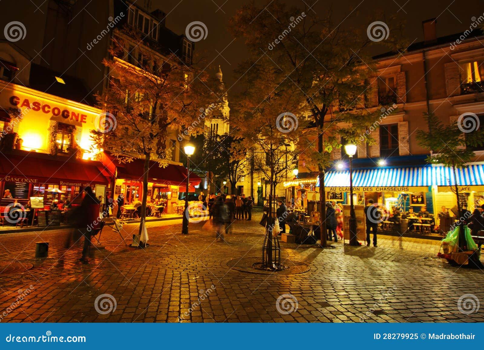 Nocy życie na miejscu Du Tertre w Paryż