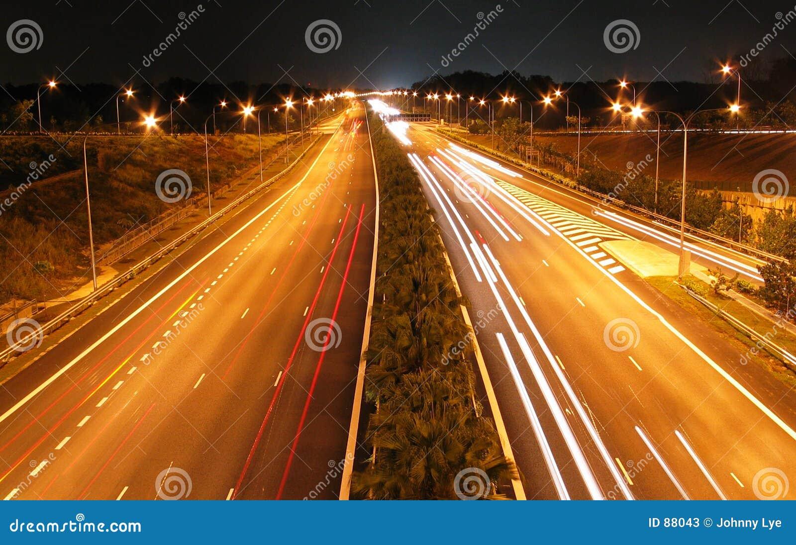 Nocy autostrad strzał
