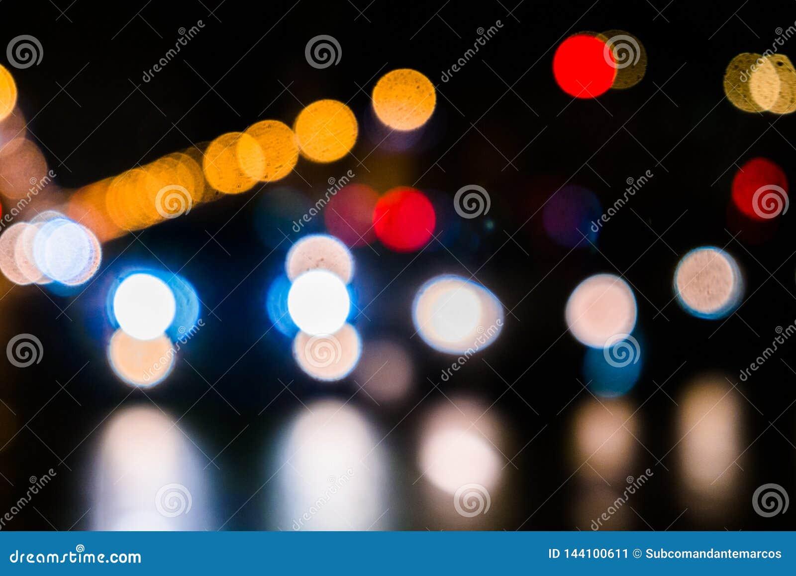 Nocy miasta ruch drogowy w gigantycznej metropolii Miasta bokeh lekki tło Defocused nocy światła ruchu