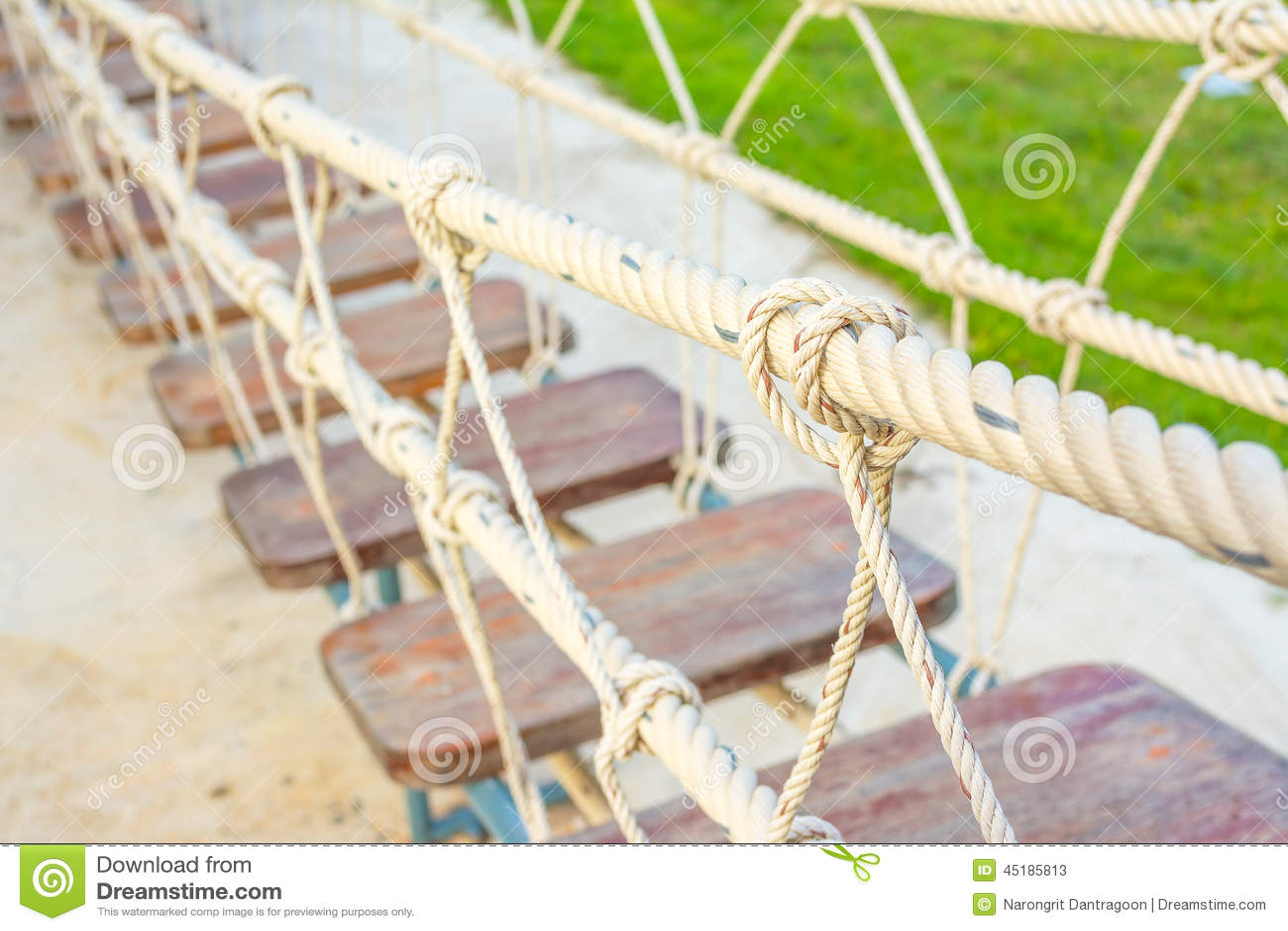 noeud de groupe de corde dans le pont en bois foyer s lectif image stock image 45185813. Black Bedroom Furniture Sets. Home Design Ideas