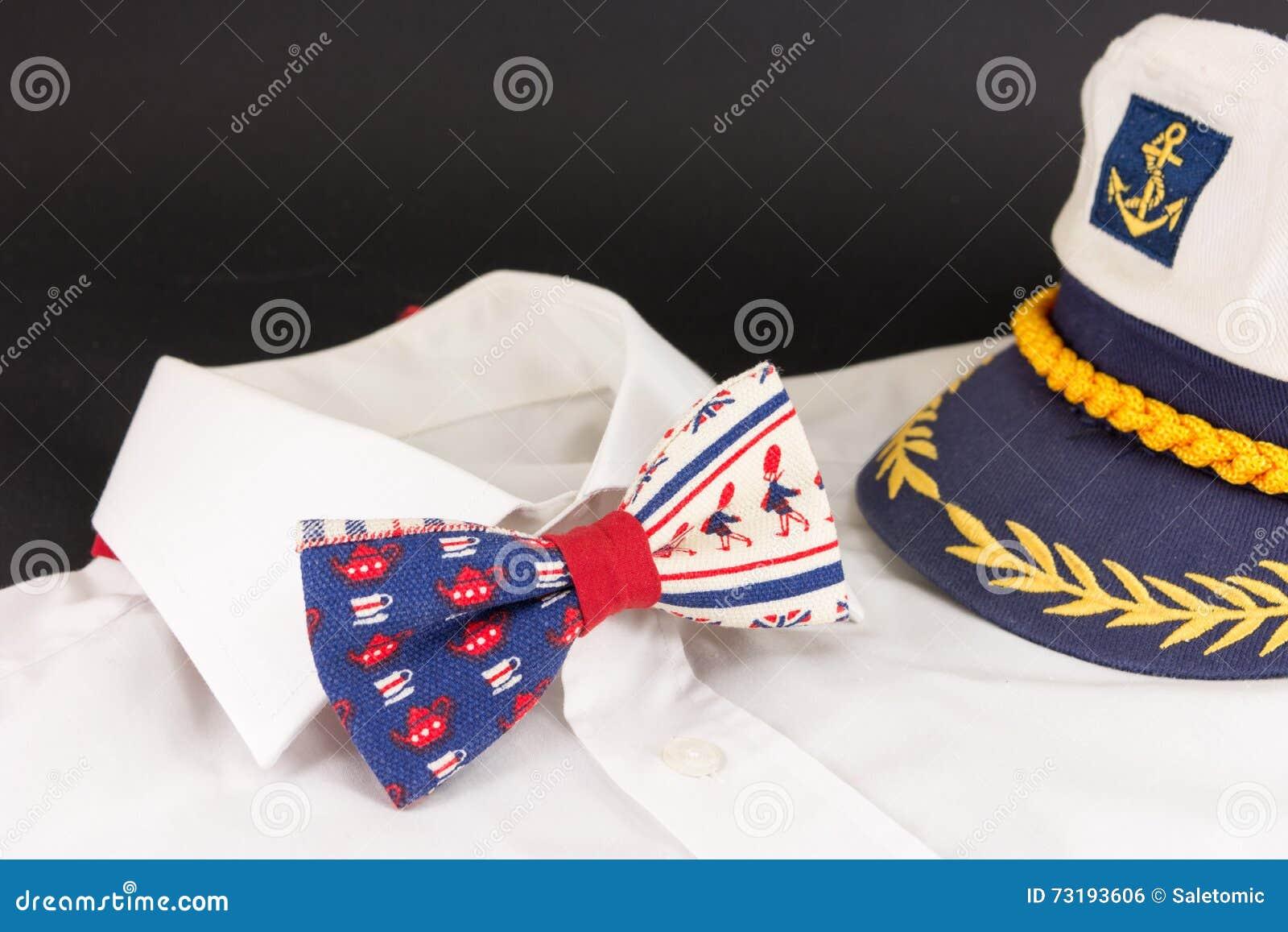 achat original vente moins chère bon out x Noeud Papillon, Chemise Et Chapeau D'un Capitaine Photo ...