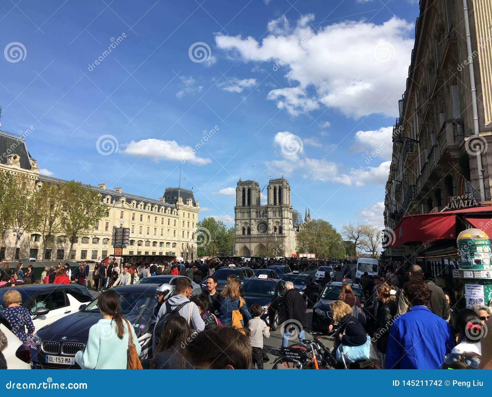 Nog de meest bezochte plaats in Parijs ondanks het brandongeval van Notre Dame de Paris