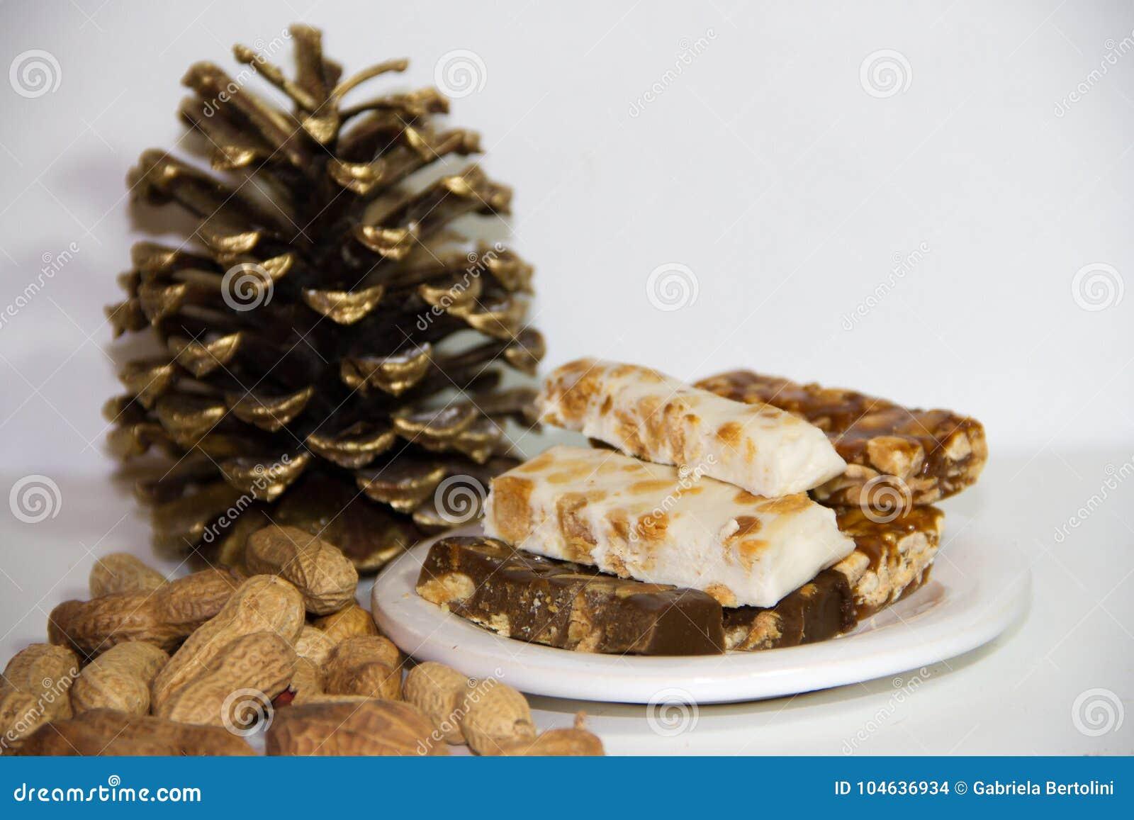Download Noga Met Honing En Pinda's Op Witte Achtergrond Stock Foto - Afbeelding bestaande uit achtergrond, macro: 104636934