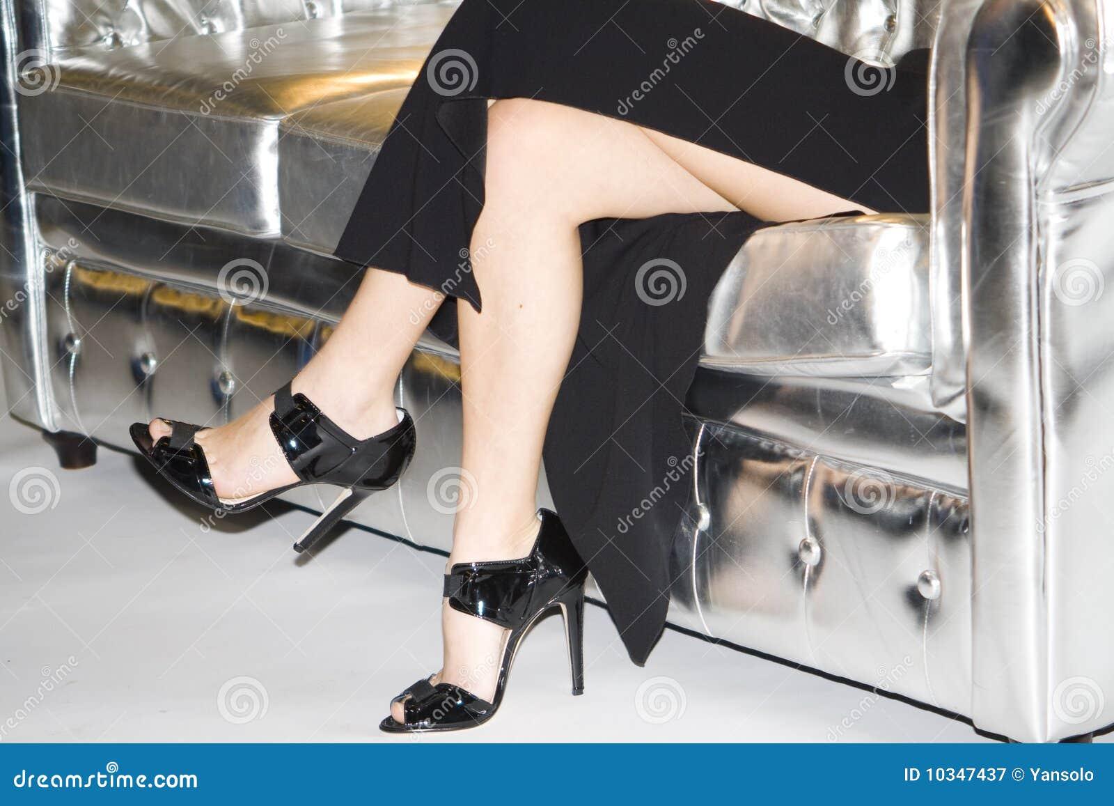 Nogi na kanapie