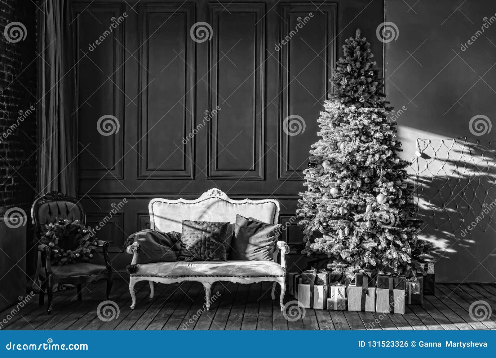 Noir Et Blanc Arbre De Noël Dans Lintérieur Royal Le Salon