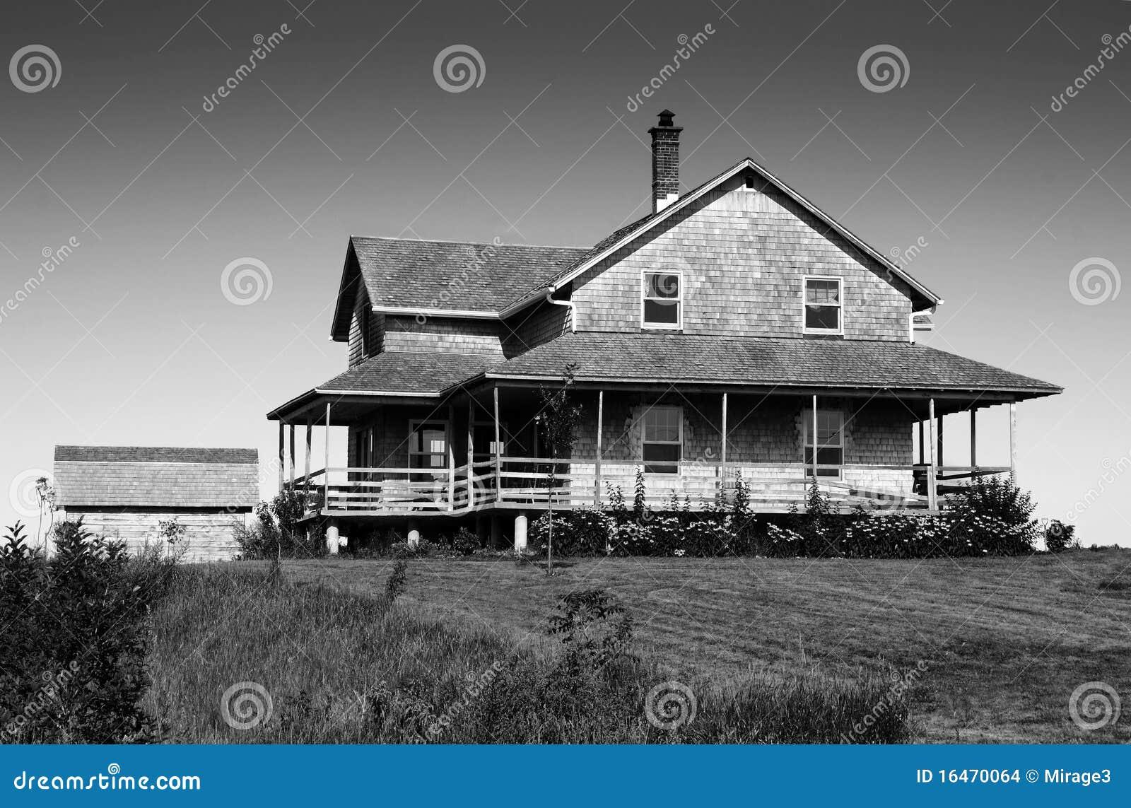 Noir et blanc de la maison de bardeau de c dre - Maison en noir et blanc ...
