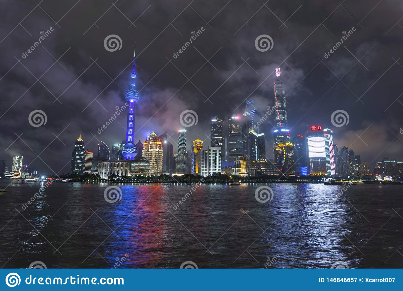 Noite da skyline de Shanghai