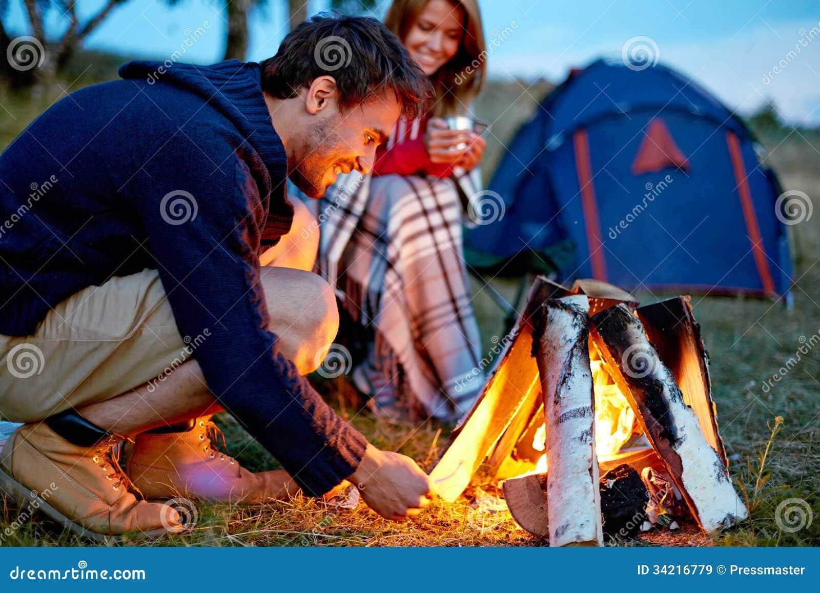 Noite no acampamento