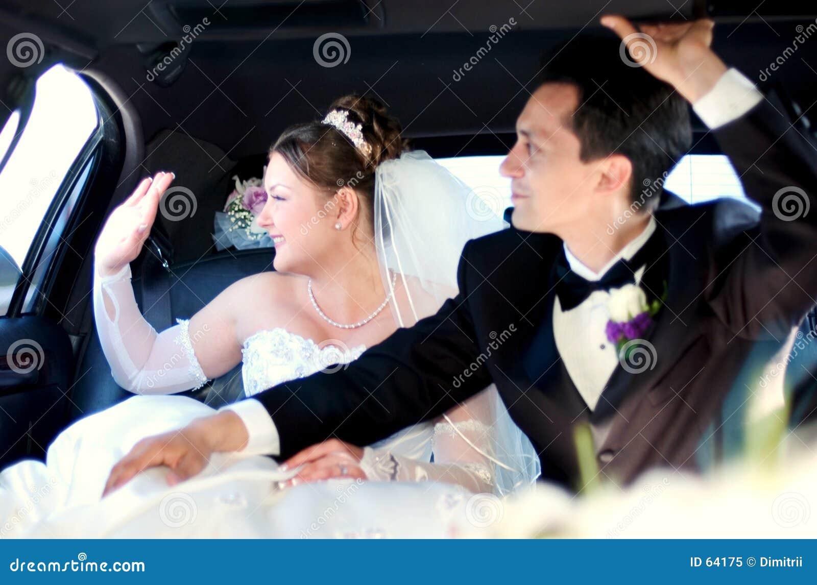 Noiva e noivo que renunciam aos convidados