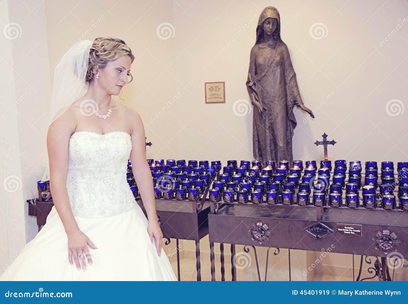 Noiva em uma igreja