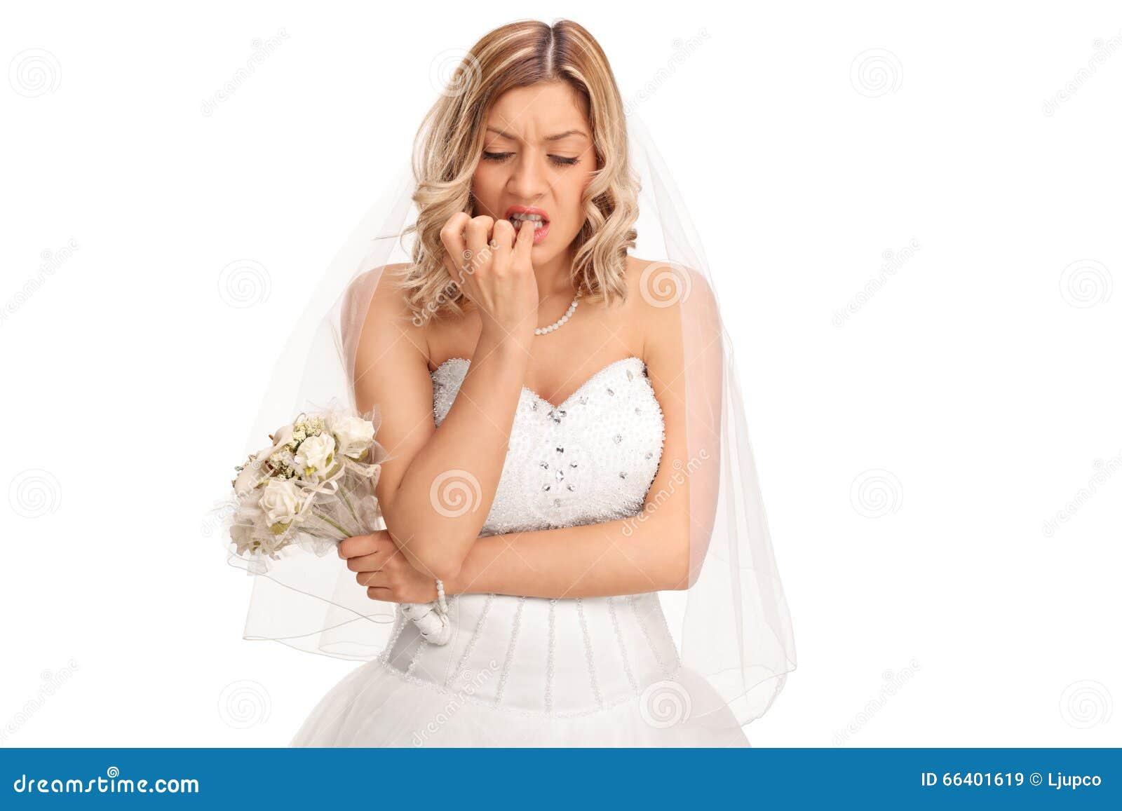 Noiva nervosa que morde suas unhas