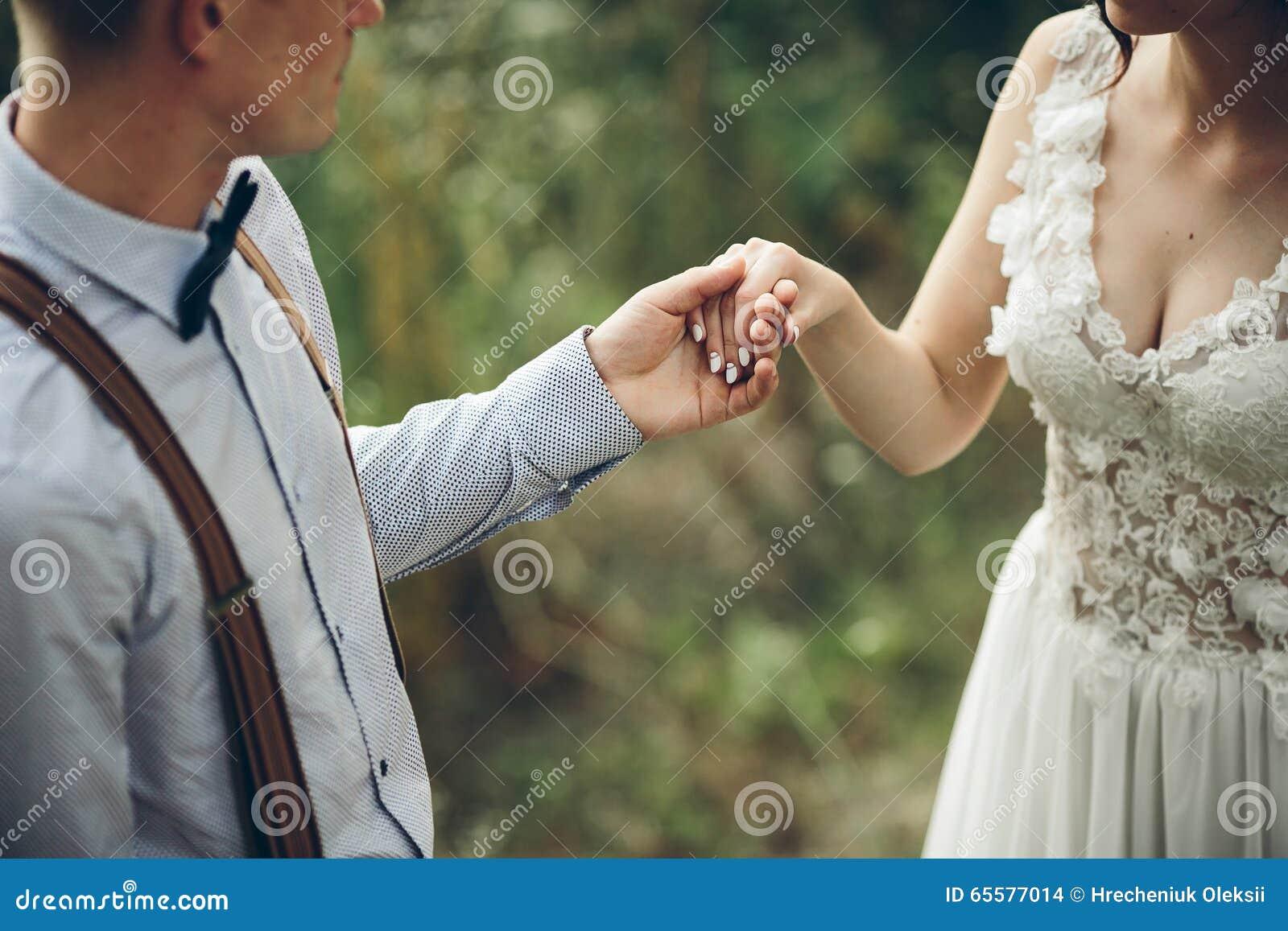 A noiva vem ao noivo