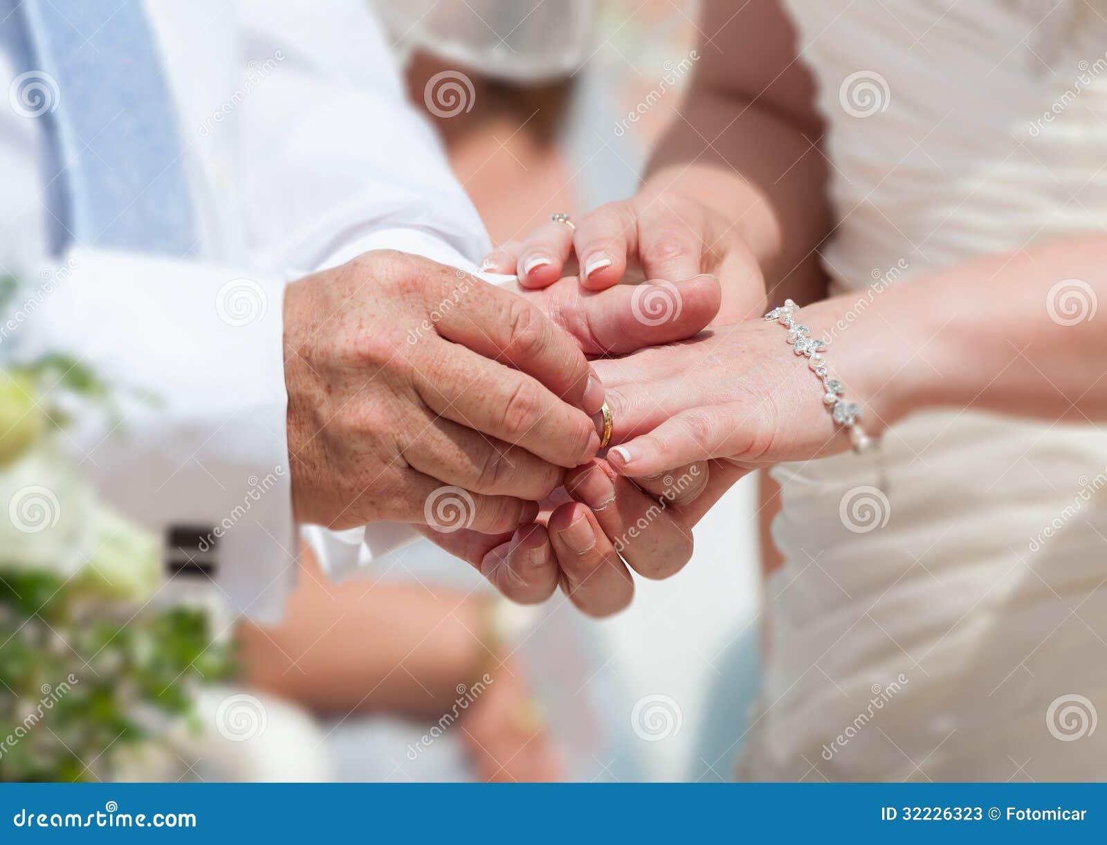 Download Noivos imagem de stock. Imagem de branco, bride, casado - 32226323