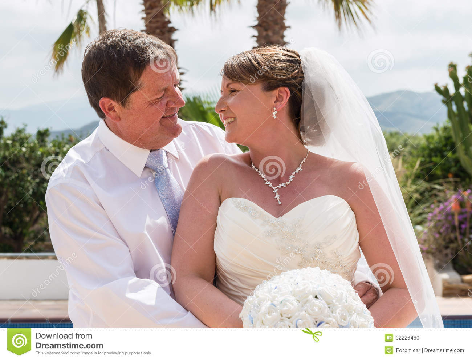 Download Noivos foto de stock. Imagem de ceremony, branco, alegria - 32226480