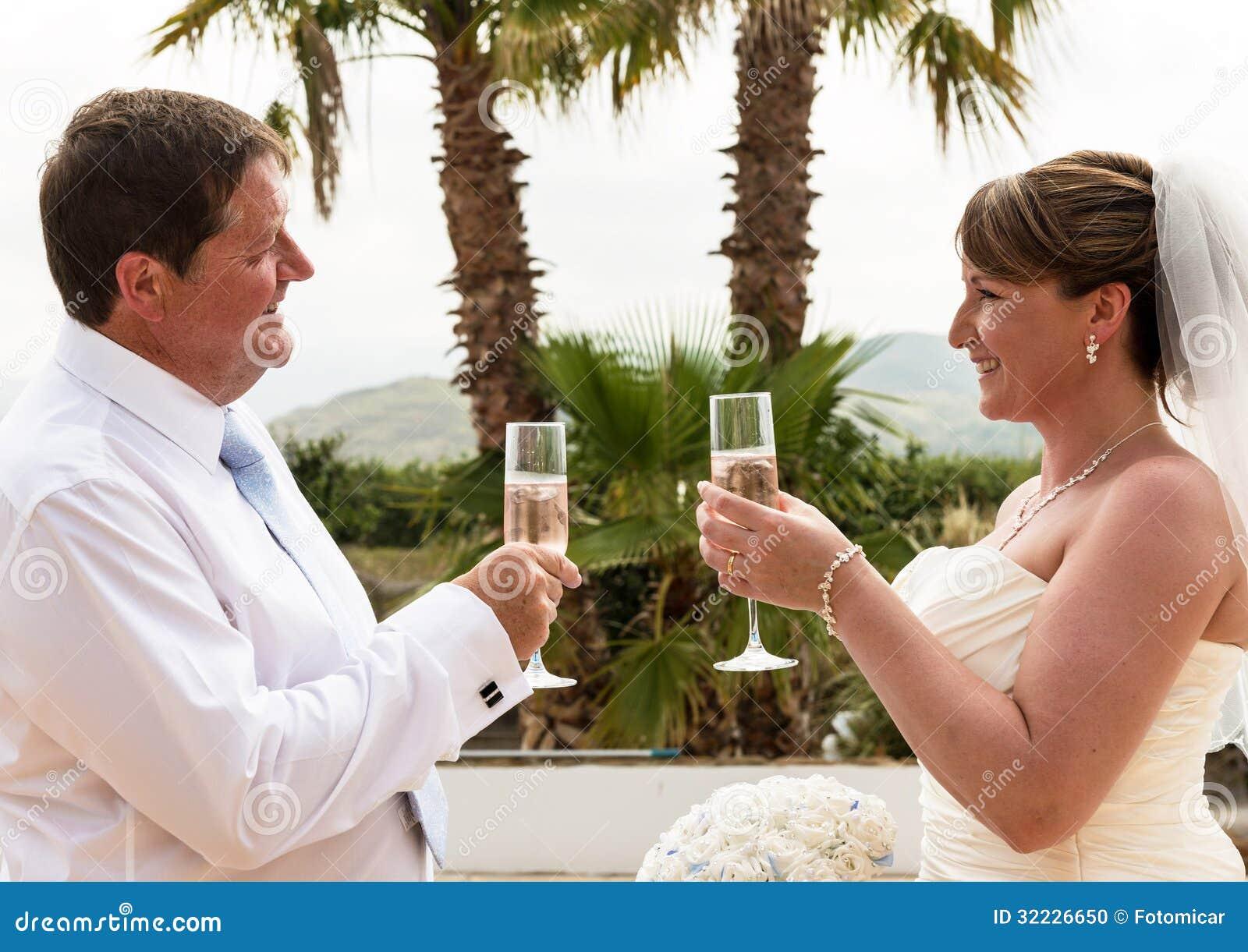 Download Noivos foto de stock. Imagem de sunshine, marido, romance - 32226650